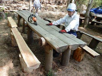 新しい長椅子の完成.JPG