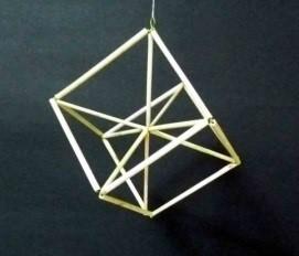 正6面体の中心に向かう筋違い.jpg
